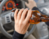 Kolejne medialne doniesienia o tragicznych wypadkach na drogach skłoniły polityków do znacznego zaostrzenia przepisów Kodeksu ruchu drogowego. Zmiany wprowadzą w życie znacznie ostrzejsze kary między innymi dla jeżdżących pod wpływem alkoholu i znacznie przekraczających prędkość.