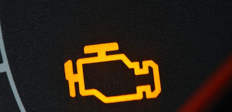Co oznacza żółta kontrolka check engine