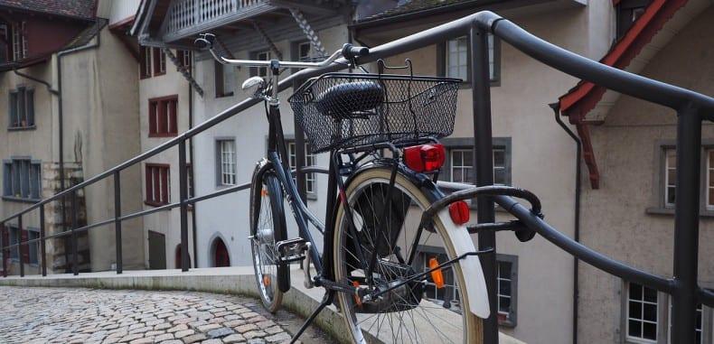 Dojeżdżanie rowerem do pracy-plusy i minusy