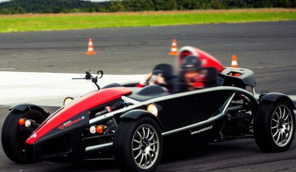 Większość rodzimych fanów szybkiej jazdy zapytanych o ojczyznę sportowych samochodów wymieni zapewne Włochy lub Niemcy. Wielka Brytania jest chyba jednym z ostatnich wyborów.