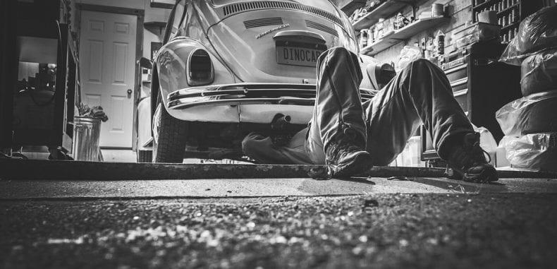Dlaczego nie należy lekceważyć usterek układu napędowego samochodu?