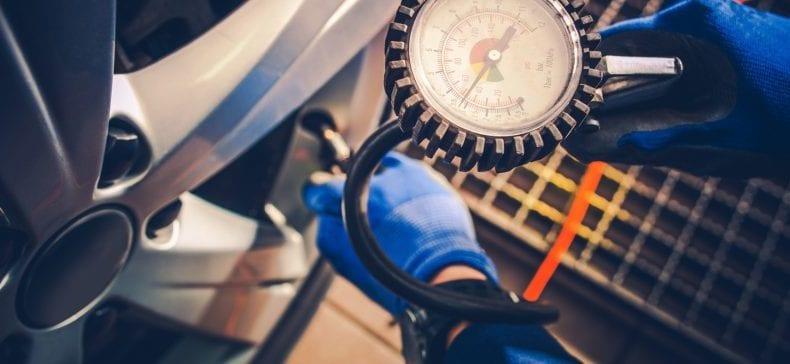 Jakie są skutki niskiego ciśnienia w oponach?