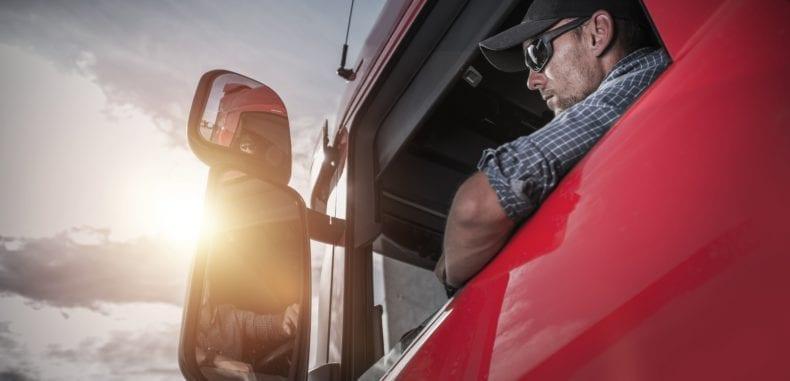Życie za kierownicą. Jak wygląda praca kierowcy pojazdu ciężarowego?