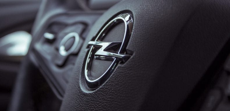 Gdzie kupić części samochodowe do Opla?