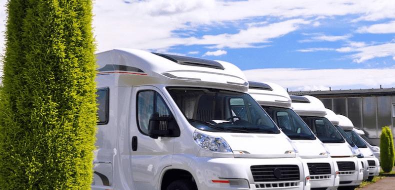 Ile kosztują podróże samochodem typu kamper?