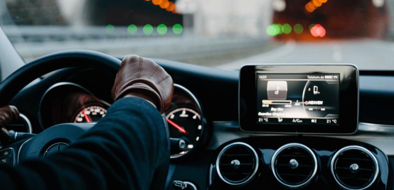 Na czym polega monitoring auta?