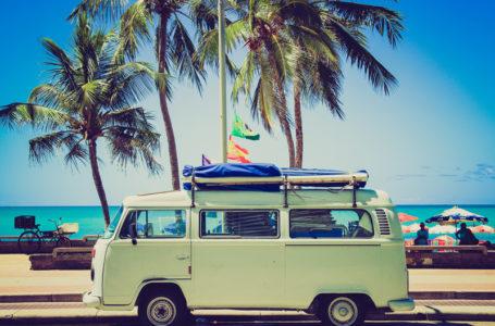 Jak bezpiecznie wynająć busa na wakacje?