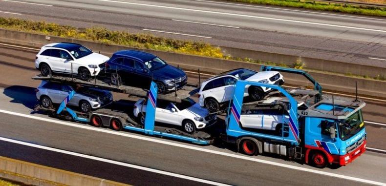 Na czym polega transport samochodów na lawecie zza granicy do Polski?