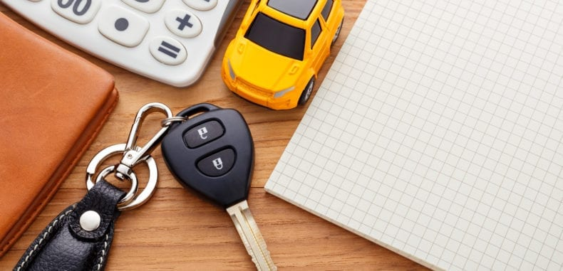 Zalety i wady wynajmowania samochodu