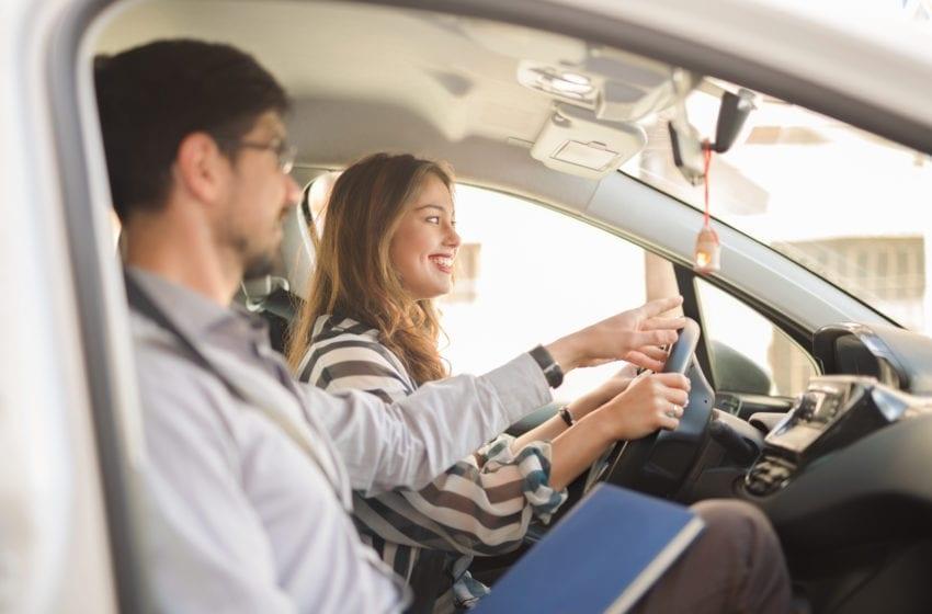 Czy jazda na suwak i korytarz życia dojdą do szkolenia na prawo jazdy?