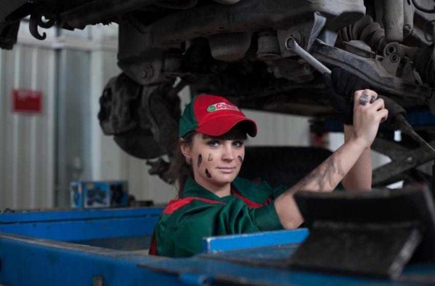 Płyty NBR – dlaczego sprawdzą się w warsztacie samochodowym?