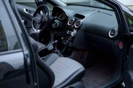 Jakie akcesoria są przydatne w samochodzie?