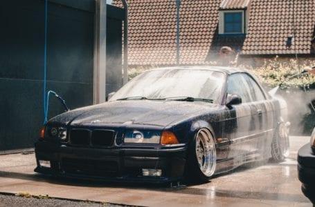Na czym polega mycie samochodu na dwa wiadra?
