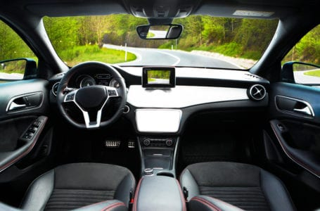 Za co odpowiada układ kierowniczy w samochodzie?