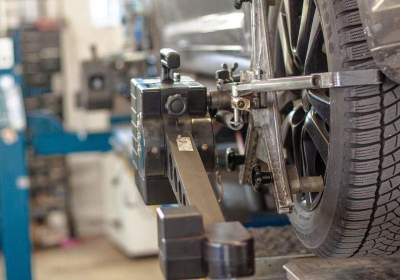 Jakie narzędzia do warsztatu samochodowego?