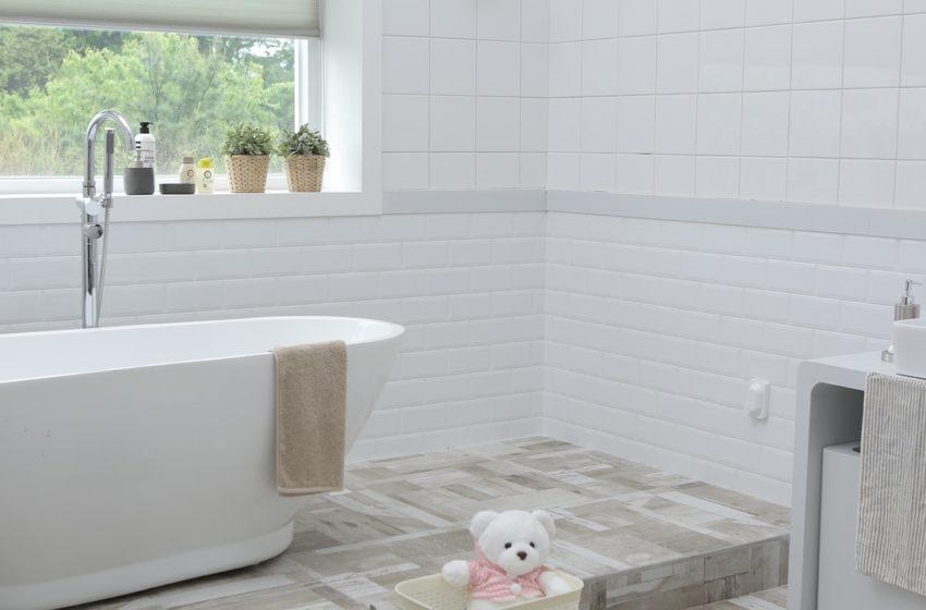 3 sposoby na ożywienie białej łazienki