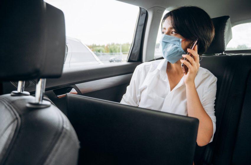 Kobieta w Taksówce Glob-Trans Taxi Mielec, podczas pandemii koronawirusa