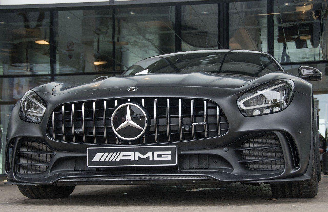 Wynajem aut luksusowych – 3 powody, dla których warto skorzystać z wypożyczalni pojazdów klasy premium