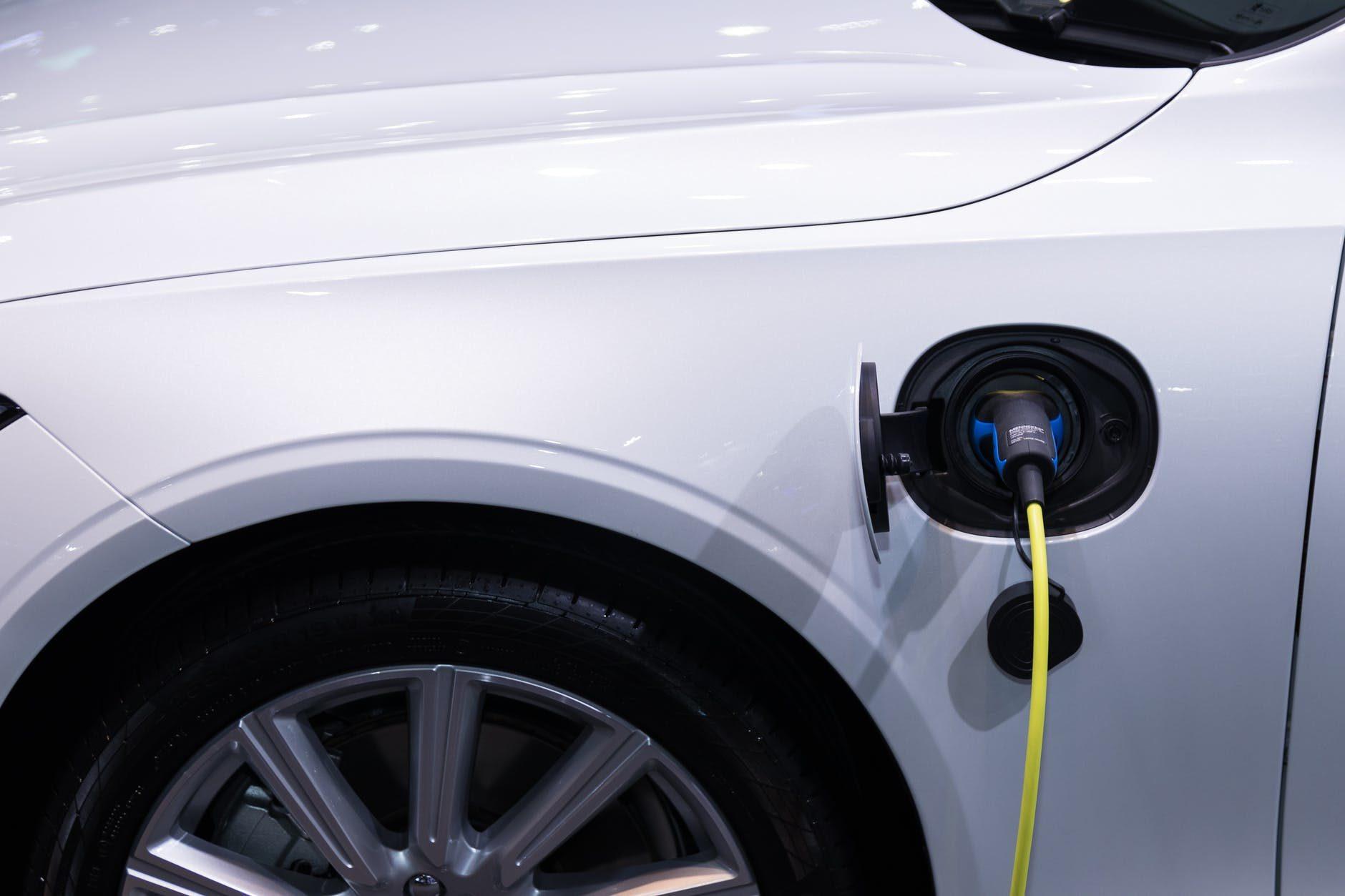 Samochody elektryczne, czy hybrydowe?