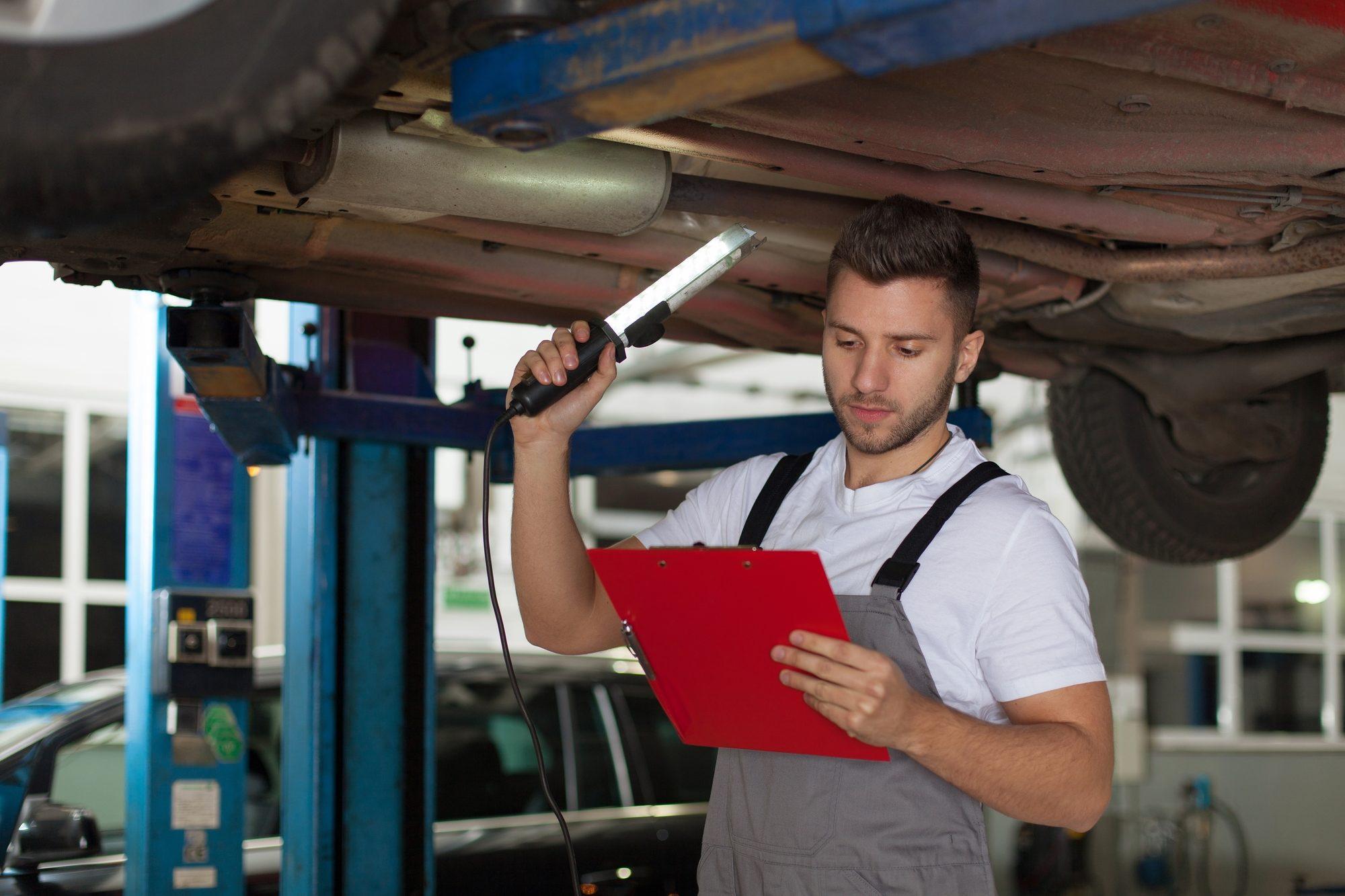 Co jest sprawdzane na przeglądzie samochodu?