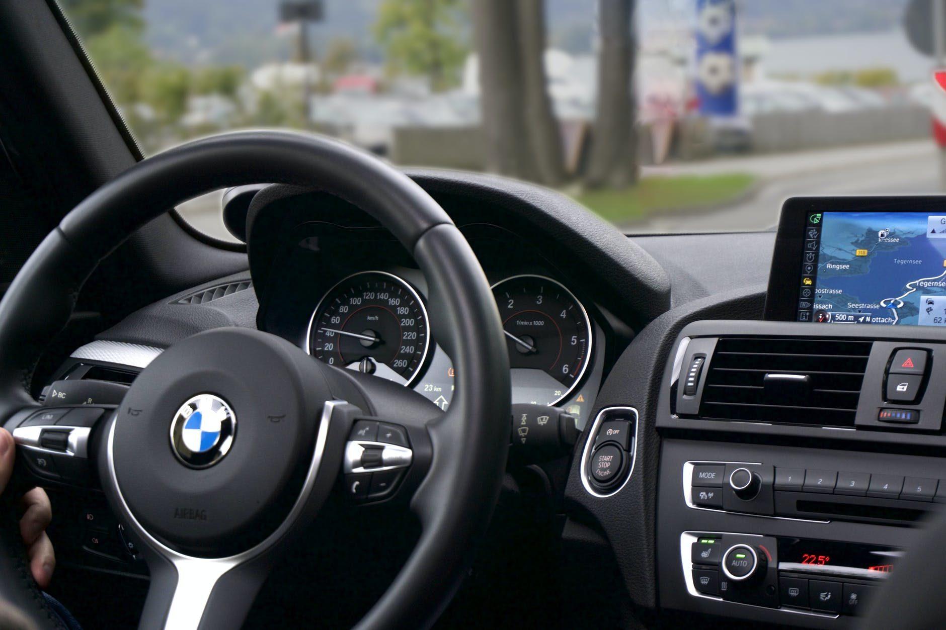 Szkoła jazdy – jak wybrać najlepszą, żeby zdać za pierwszym razem?