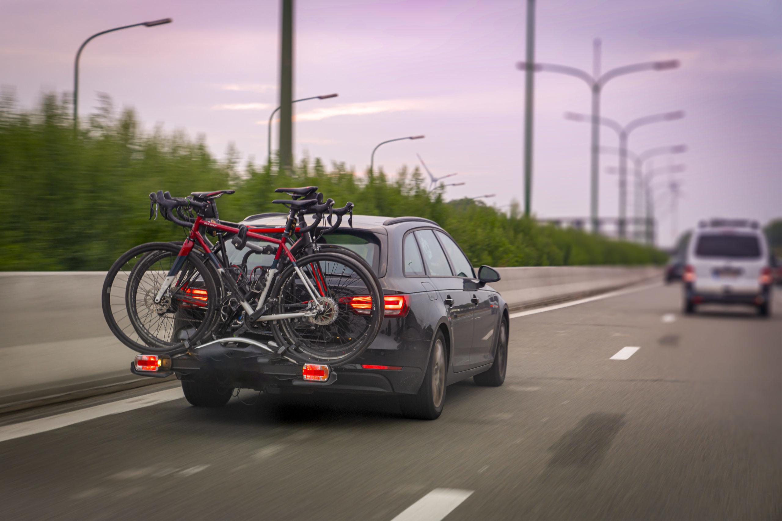 Bagażnik rowerowy na hak to komfortowe rozwiązanie dla każdego miłośnika dwóch kółek