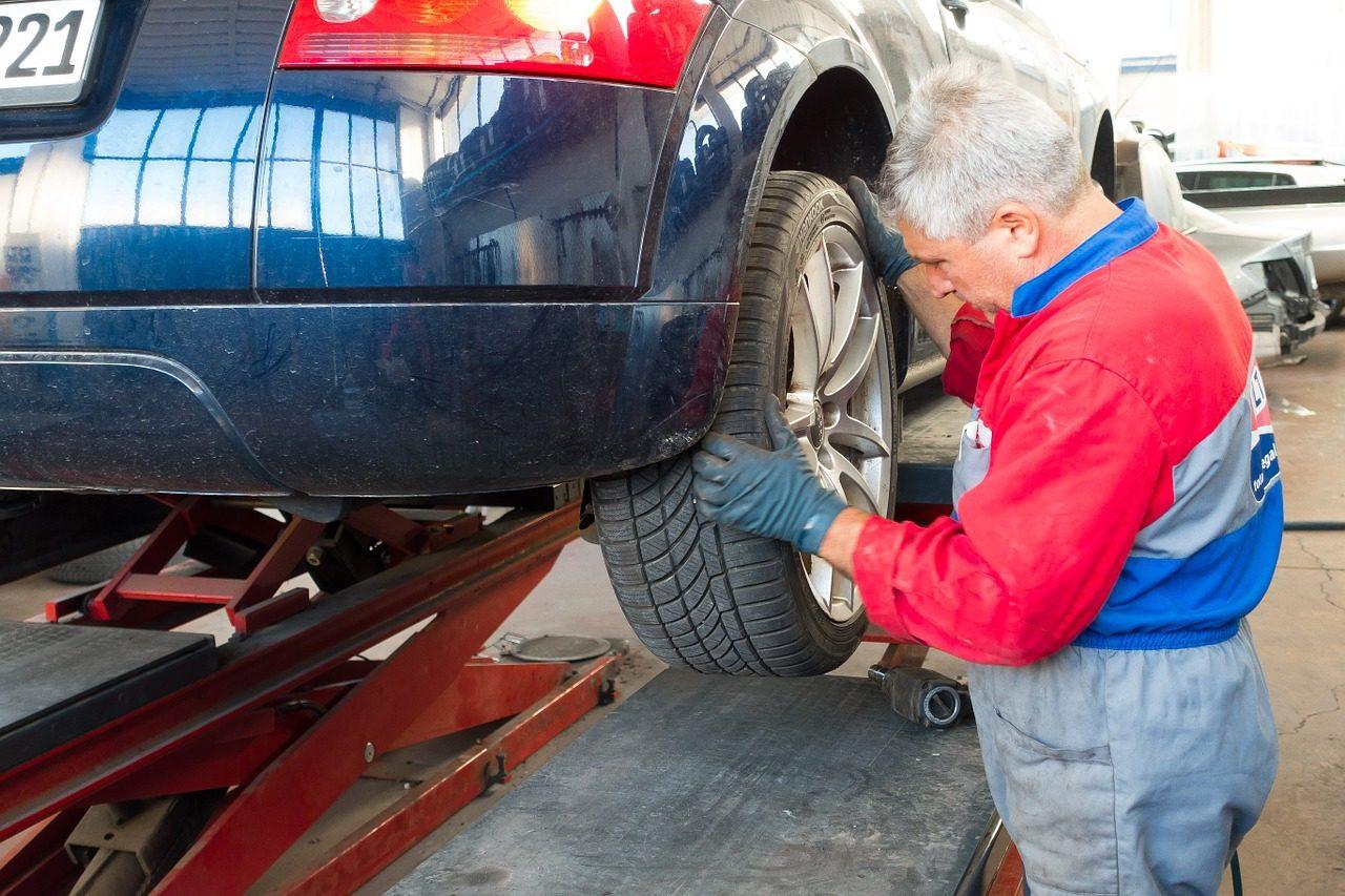 Sprawdzanie auta przed kupnem, czyli co warto wiedzieć
