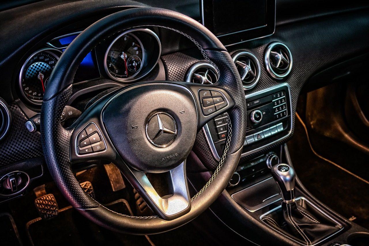 Kubek czy brelok? – 3 pomysły na prezent dla fana marki Mercedes-Benz