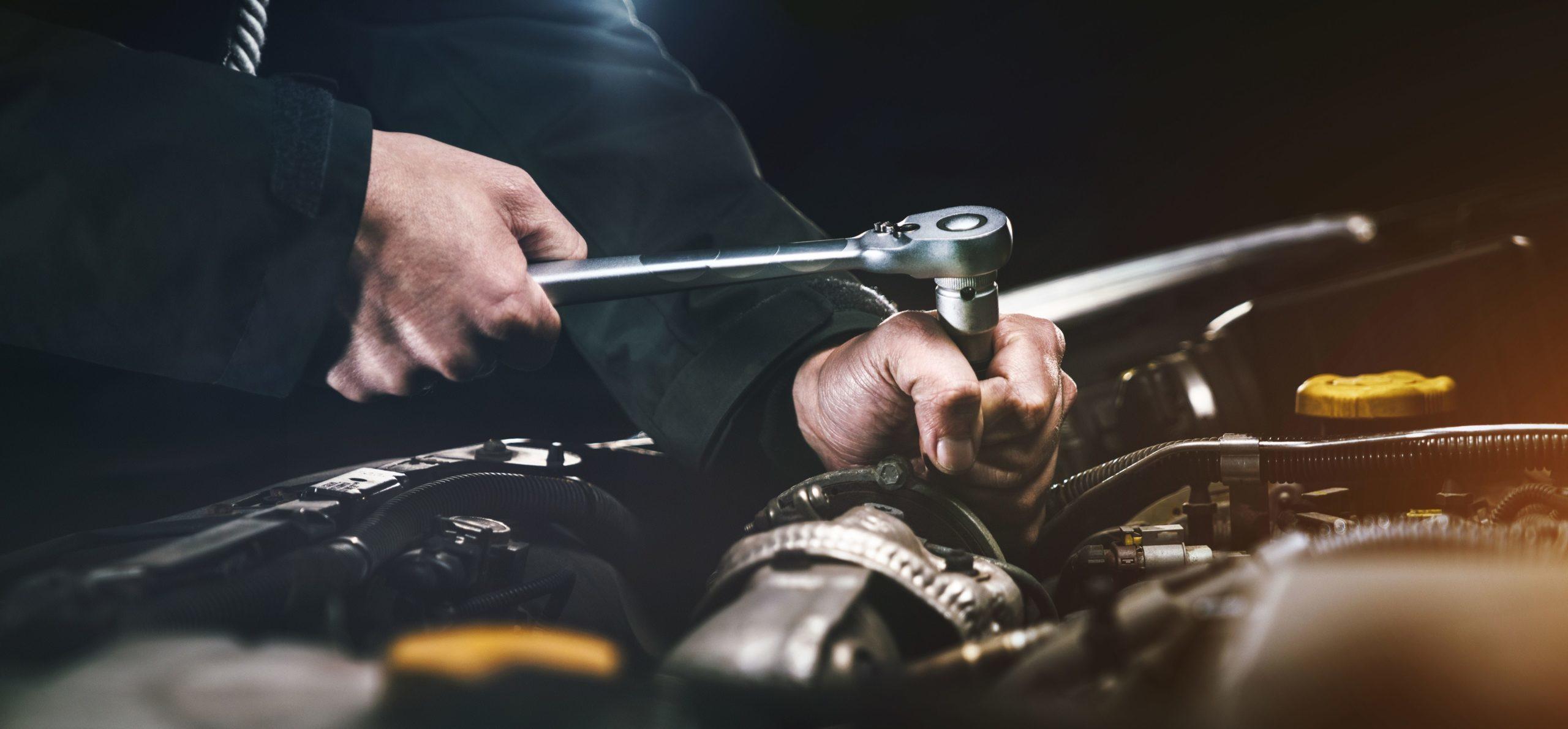 Materiały opakowaniowe w branży motoryzacyjnej – co stosować, gdzie zamówić?