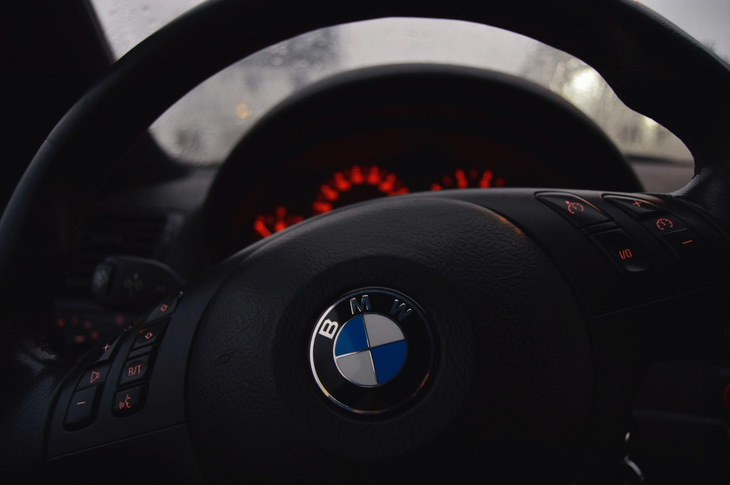 Wzięcie samochodu w leasing na firmę – jak to wygląda w praktyce?