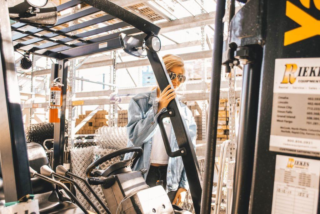 Na czym polega długoterminowy wynajem wózków widłowych?